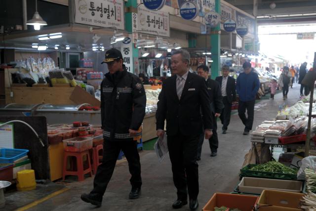 언론제공(왼쪽, 이상규 경남소방본부장).jpg